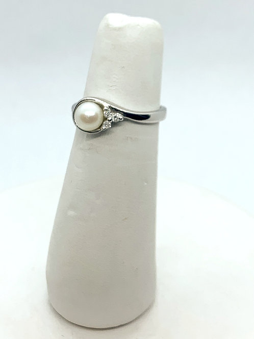 White Gold Pearl & Diamond Ring