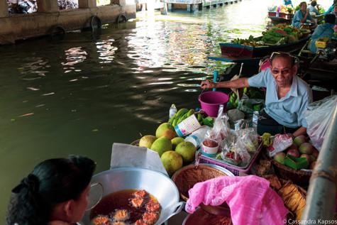 Ladmayom Floating Market