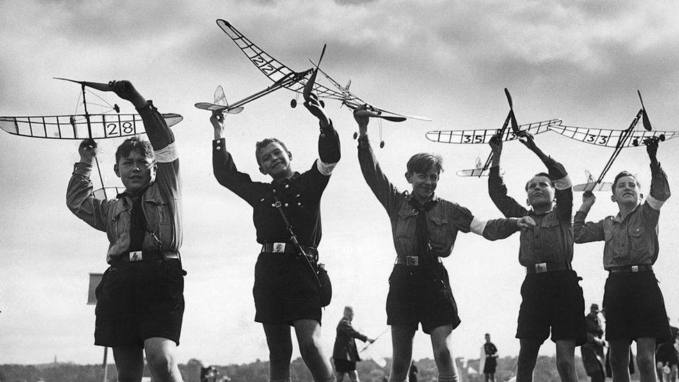 niños juguetes alemania nazi