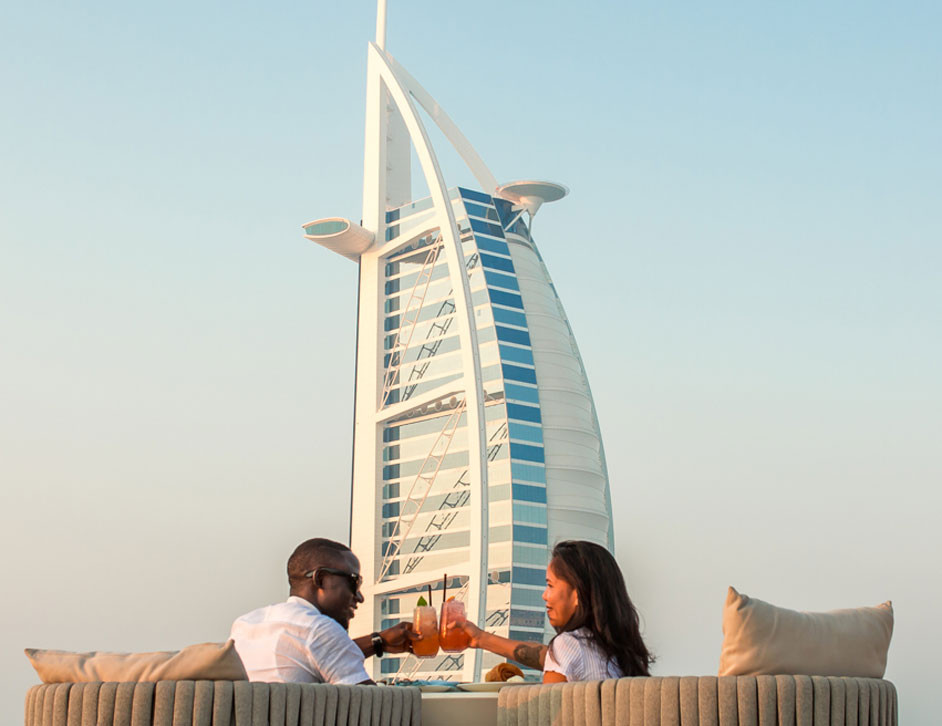 Dubai travel guide: couple eating in front of Burj al Arab