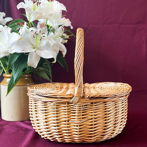Wicker Vintage Inspired Picnic Basket with Split Sections