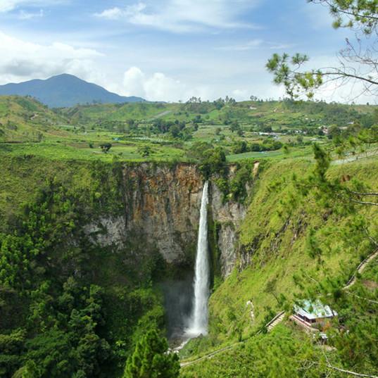 Sipiso-Piso-Waterfall.jpg