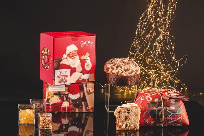 Panettone Gran Galup Pere e Cioccolato con packaging vintage e biglietto di auguri integrato nella c