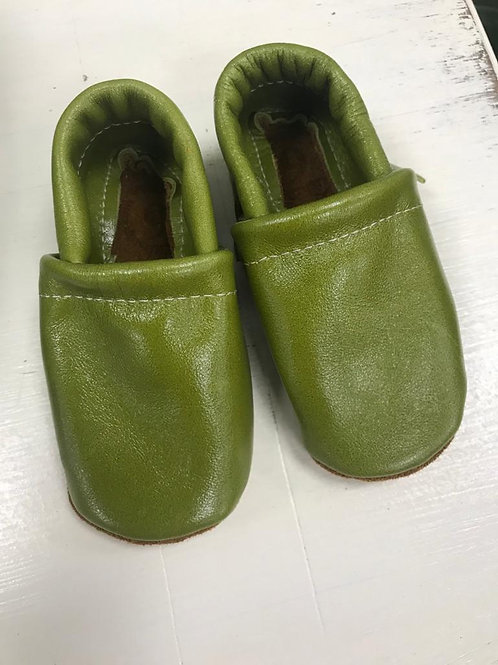Moccs Shoe in Snap Pea