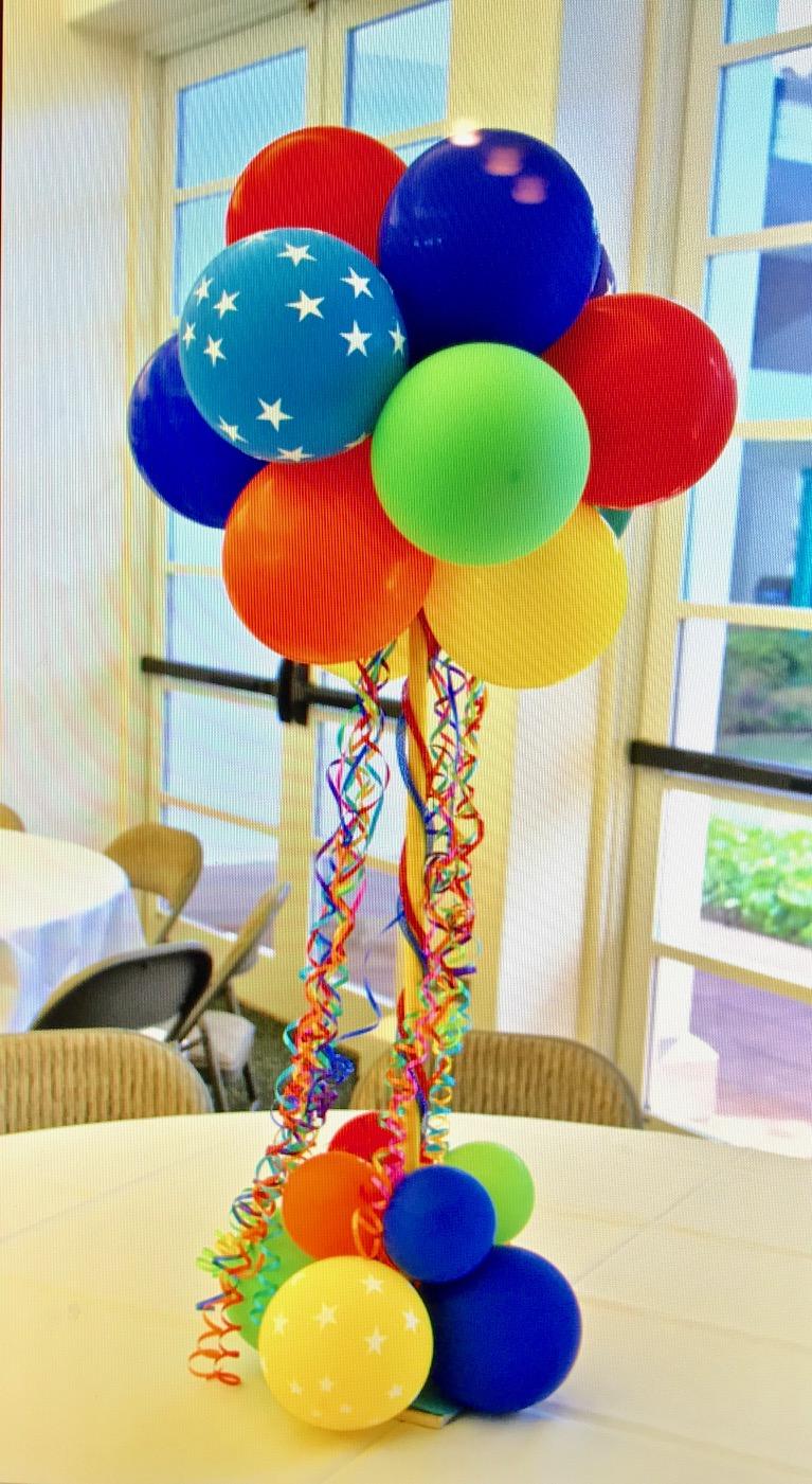 circus balloon centerpieces