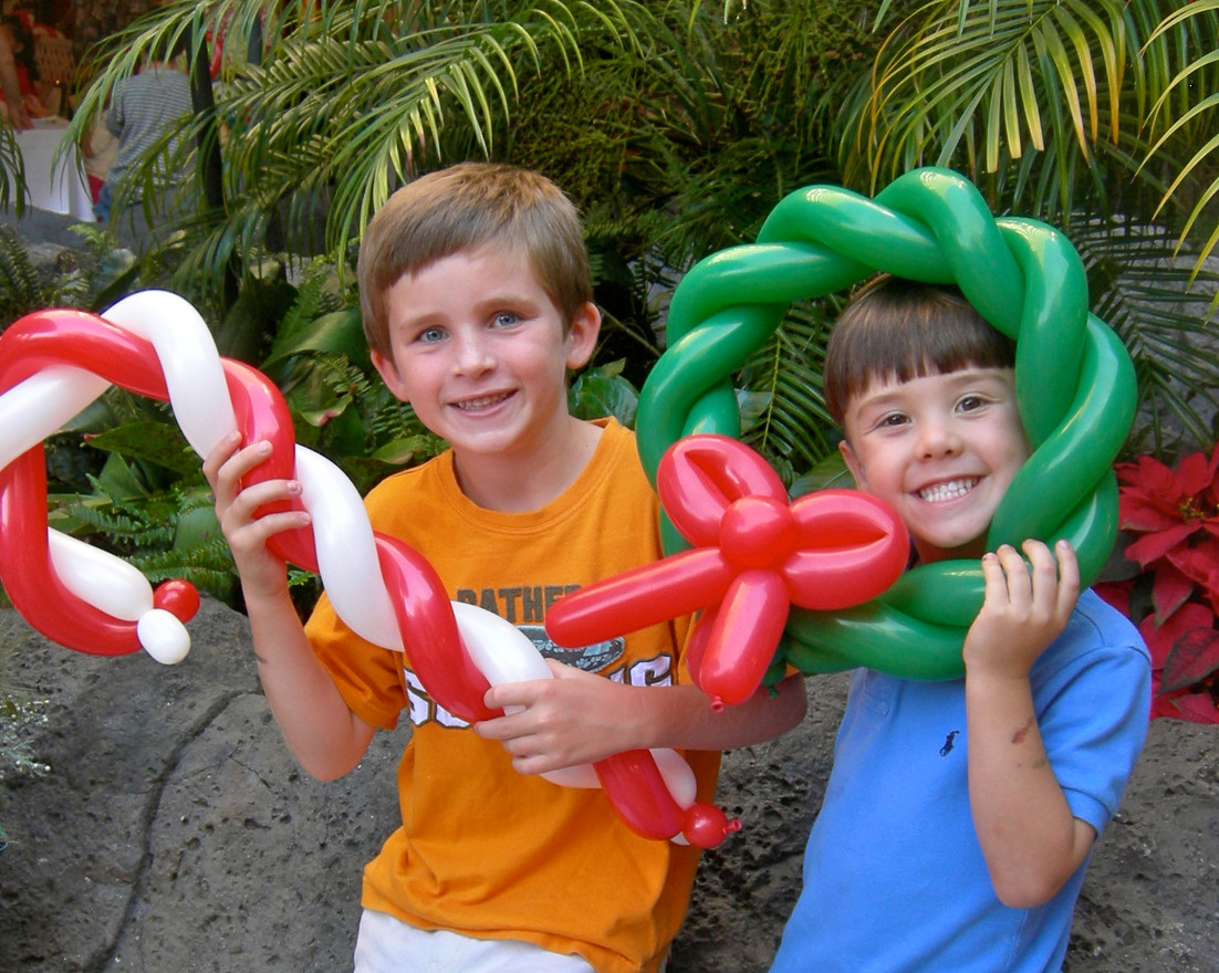 christmas balloon twisting