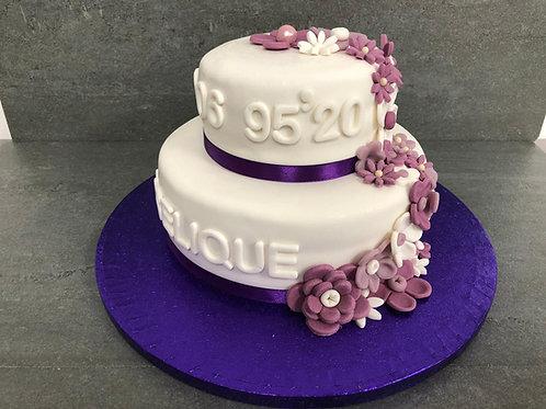 Klassieke taart met paarse bloemen (12 personen)