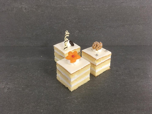 "Petit Fours ""Cake"" 'hazelnoot'"