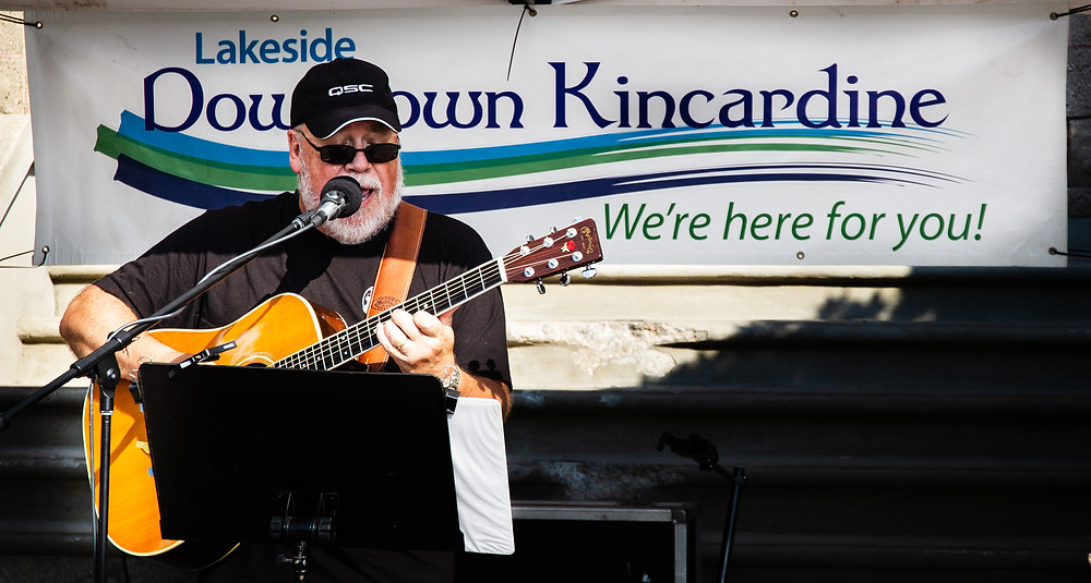 Peter King performing for Friday Night Tunes put on by Lakeside Downtown Kincardine