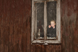 girl_in_window_photo.jpg