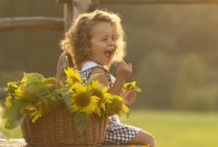 girl_sunflowers_photo.jpg