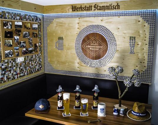 eingereicht von Simon Kreitmeier, Werkstatt Stammtisch  Hier wurden 1516 Kronkorken der Löwenbrauerei verbaut.