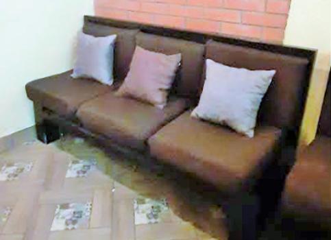 Компактный диван на деревянном каркасе со съёмными подушками 170см.