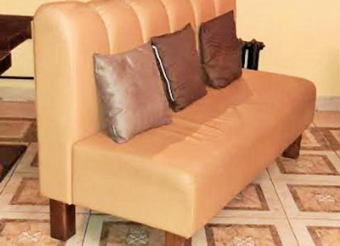 Модульный диван на ножках (Беж. кож.зам.) 135 см.