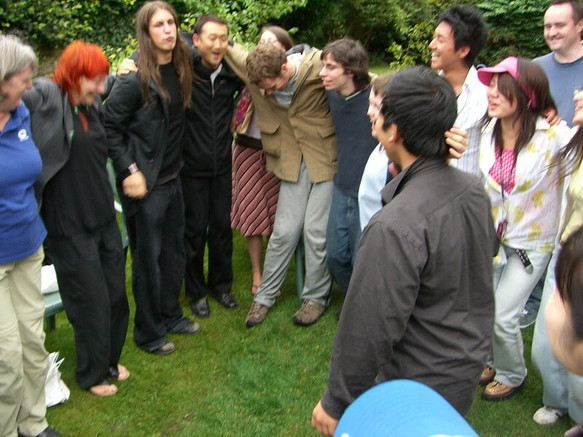 FW2005_BMS-garden-party(460)_res.JPG