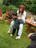 FW2005_BMS-garden-party(450)_res.JPG