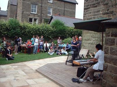 FW2005_BMS-garden-party(164)_res.JPG