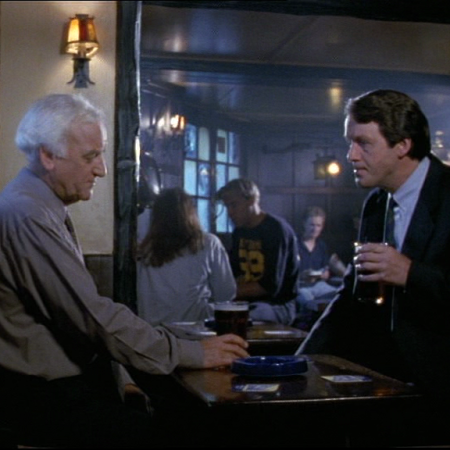Morse and Lewis in a pub