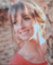 Aurélie, Infirmière Puéricutrice Fondatrice d'Au Pay es Mervelles, passionnée par les Bébés et par la Parentalité.
