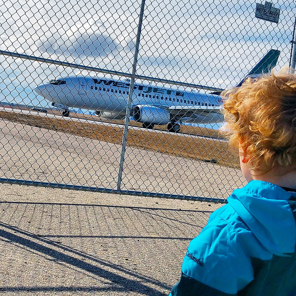 watching airplanes as a chance to spend quality time with my kid