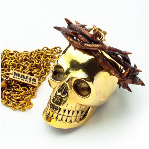Skull with thorn crown pendant in brass