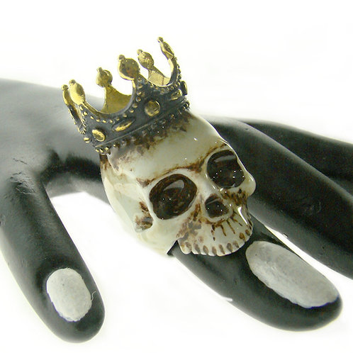 Realistic painting rose crown skull ring