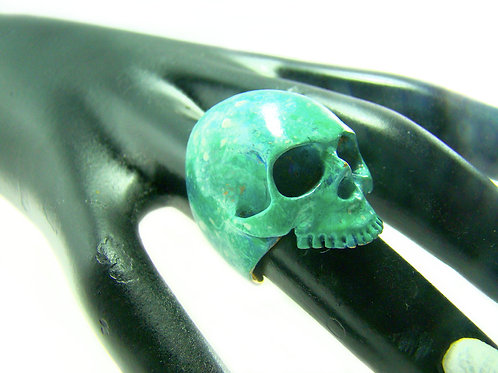 Patina Color skull ring in brass