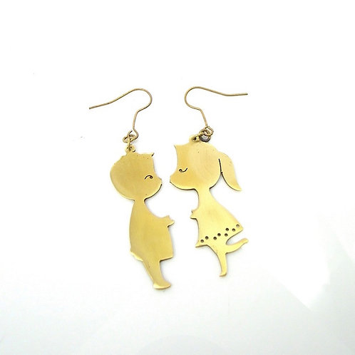 Boy and Girl kissing earring in brass
