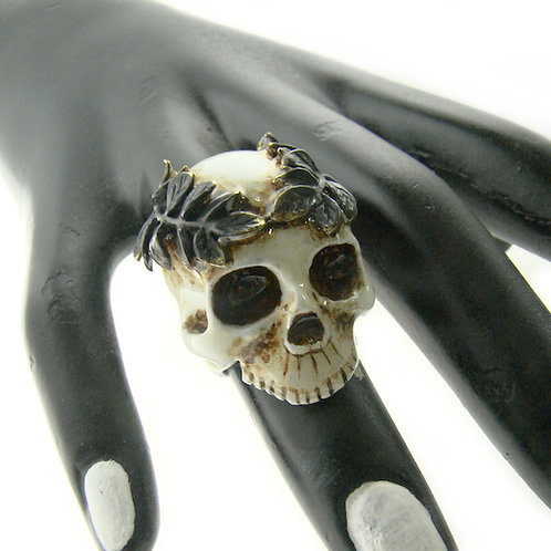 Realistic paintinglLeaf crown skull  ring in brass