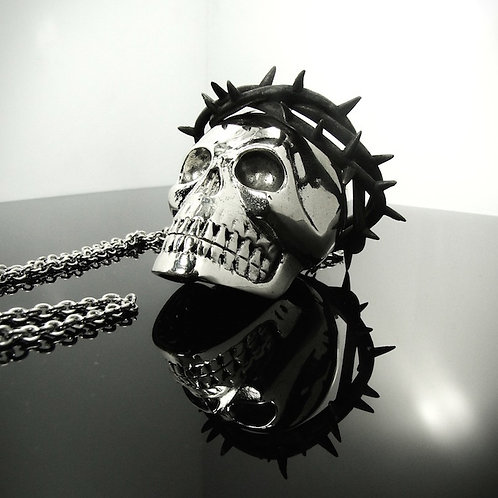 Skull with thorn crown pendant in White Bronze