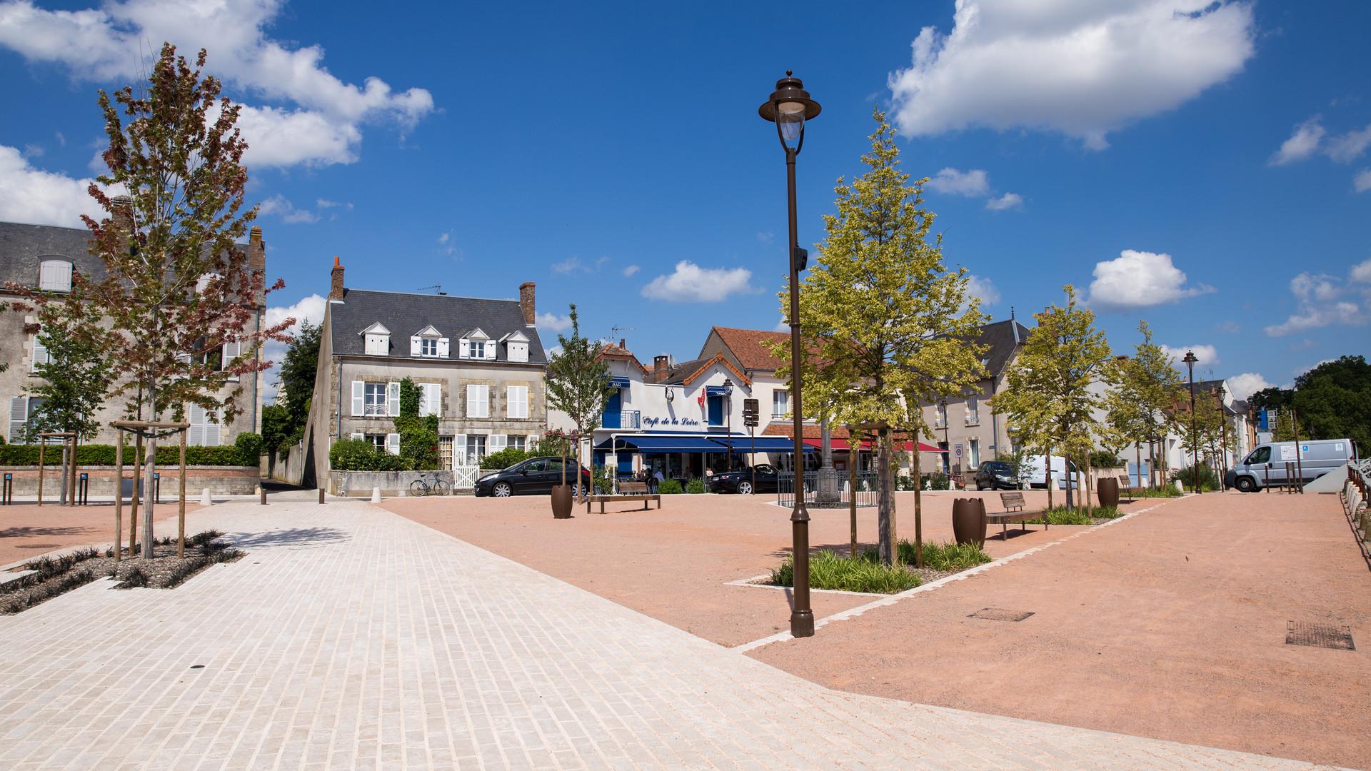 Chateauneuf-sur-Loire - Place du Port