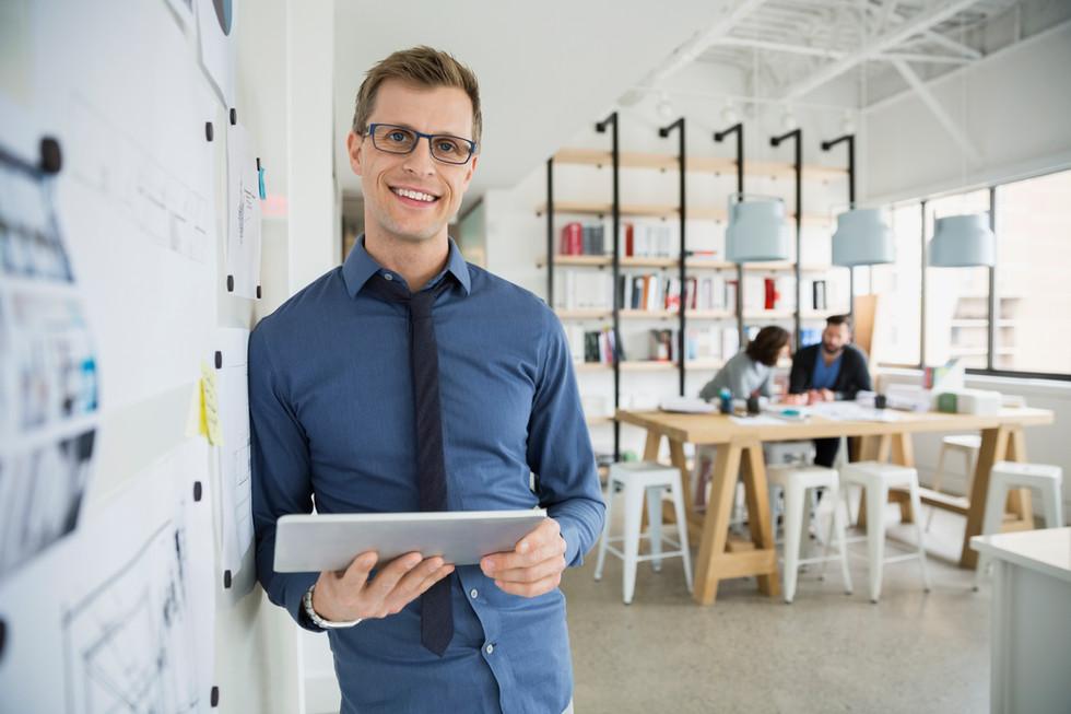 serviço fee mensal para empresa de pequeno e médio porte
