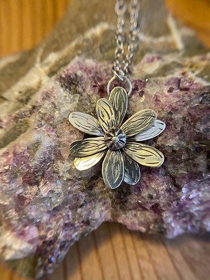 Sterling silver handout flower pendant