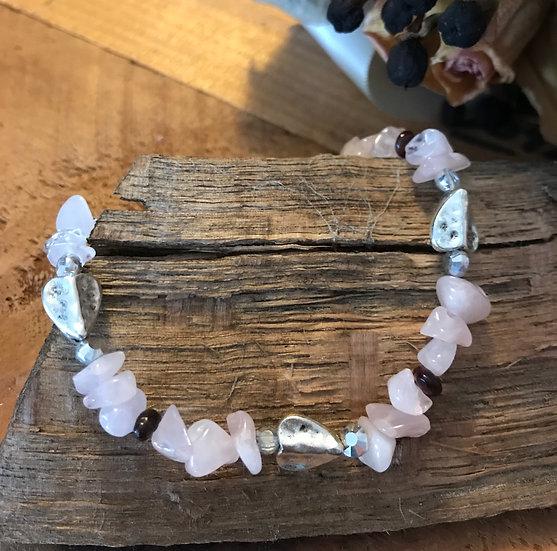 Stretchy bracelet with rose quartz and hearts