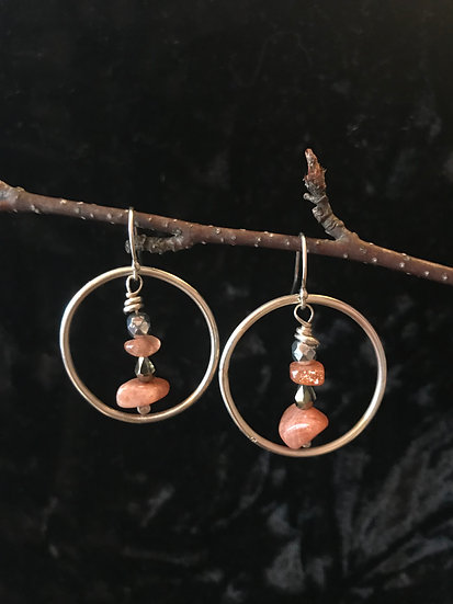Sterling silver and sunstone earring