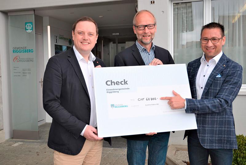 Am 30. April 2018 hat Gemeindepräsident Bürki der Gantrischplus AG einen Check im Wert von 60'000.00 Franken überreicht.