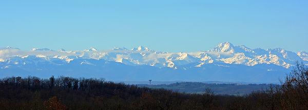 pyrenees-2464335_1920.jpg