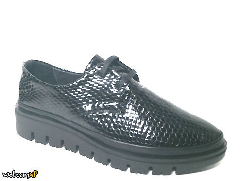 Zapato tipo casual de charol grabado color negro (32098)