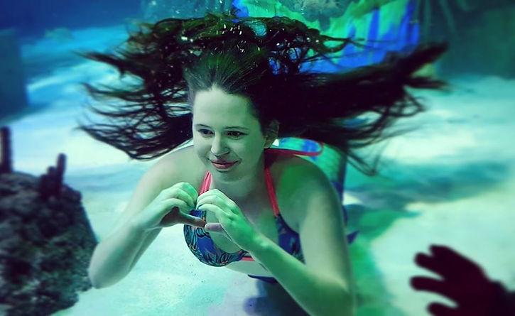Professional Mermaid Seren - Sea Life Manchester