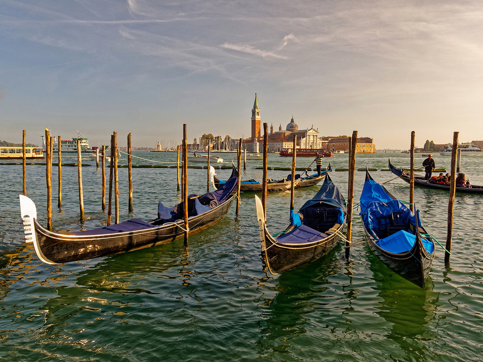 COLOUR - Venice Waterfront by William Allen ( 7 marks)