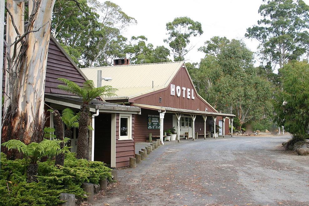 derwent bridge wilderness hotel lake st clair strahan hobart lyell highway