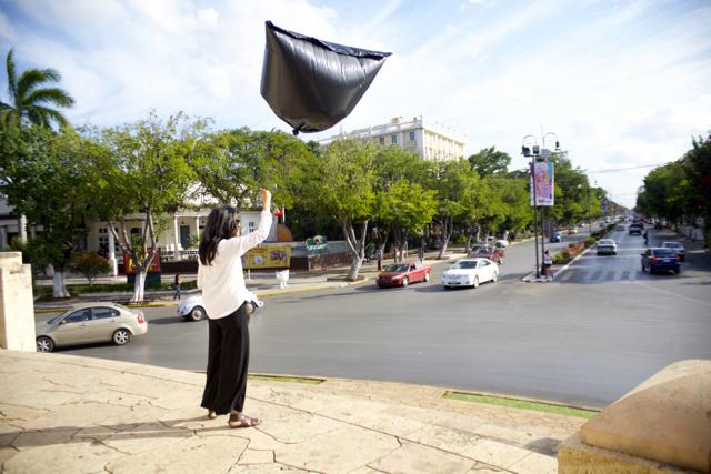 Penal_y_bandera._Elvira_Santamaría._Recorrido_Calle_60._Penal_Sur-_Monumento_a_la_Bandera._Teatro_La_Rendija._Mérida,_Yucatán_2015._Fotos_Fausto_Méndez_(11)