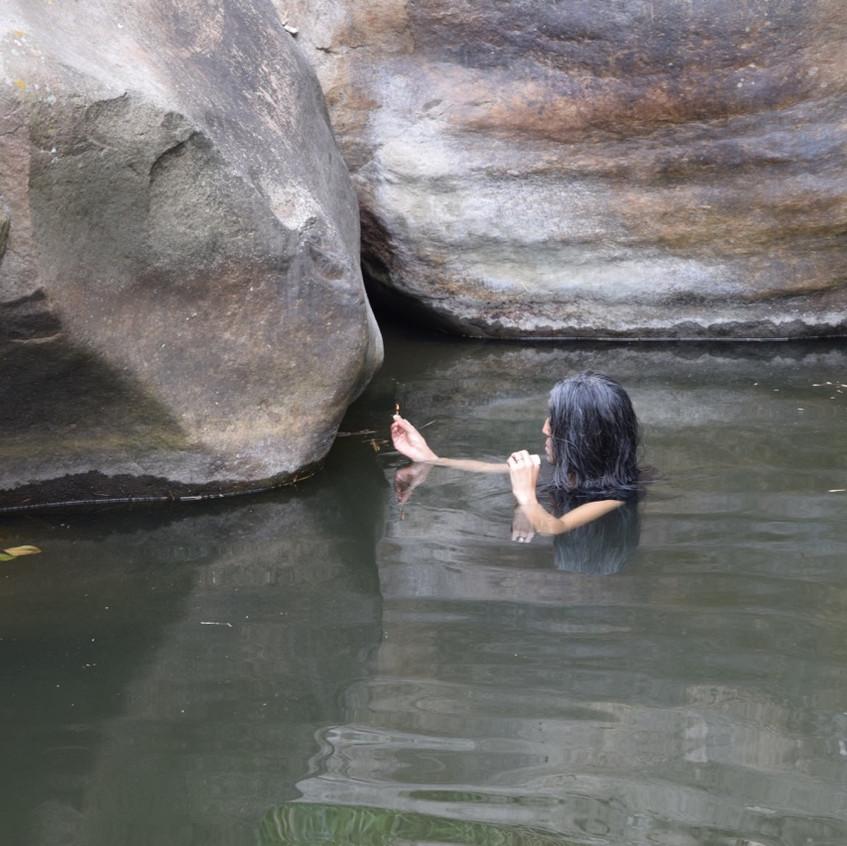 Procesos_de_agua_-Water_processes,_gestures_and_process._Elvira_Santamaría._Residence_Anolaima,_Col._fotos_Tzizi_Barrantes_-_7_of_7