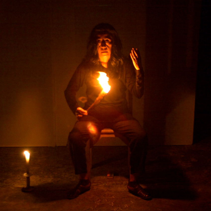 Autorretrato_de_humo_Mérida-_Smoke_Selfportrait_Merida._La_Sede,_La_Rendija_Teatro._Mérida,_Mex._Fotos_Alejandro_Atocha_Crespo_(2)