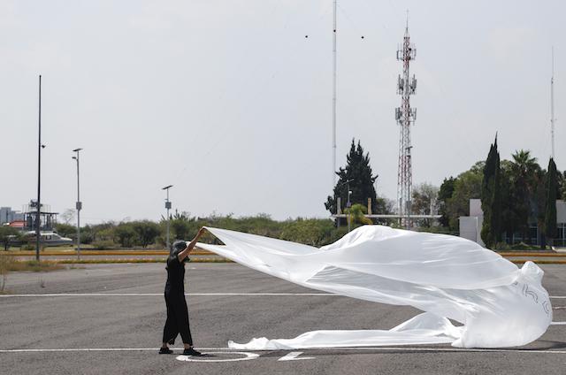 La bandera de la paz es muy grande