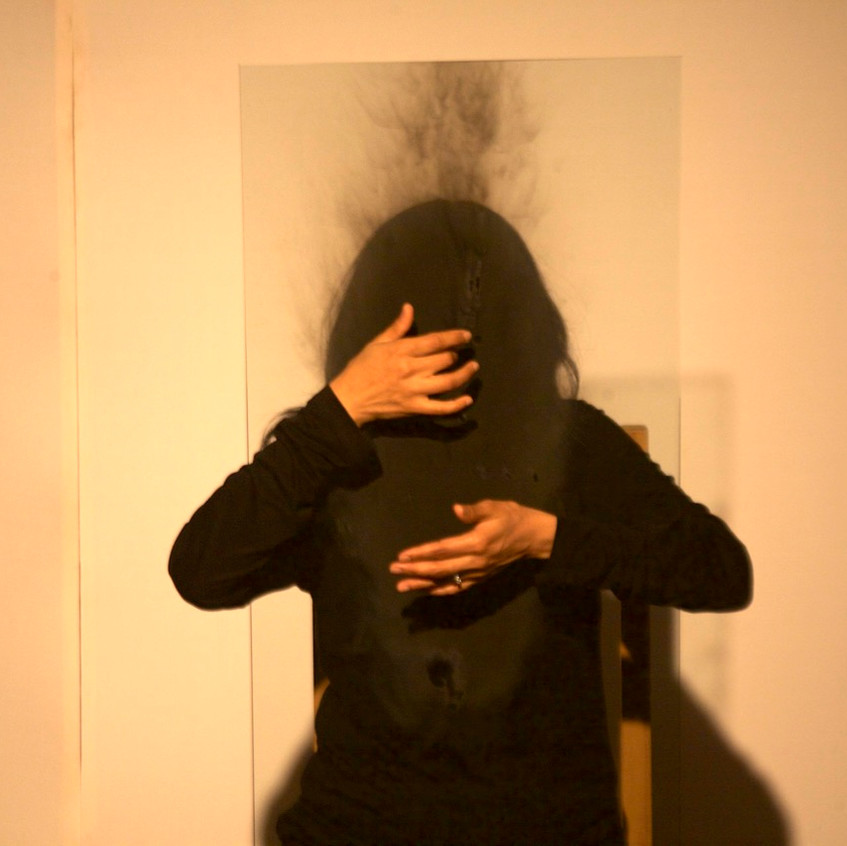 Autorretrato_de_humo_Mérida-_Smoke_Selfportrait_Merida._La_Sede,_La_Rendija_Teatro._Mérida,_Mex._Fotos_Alejandro_Atocha_Crespo_(6)