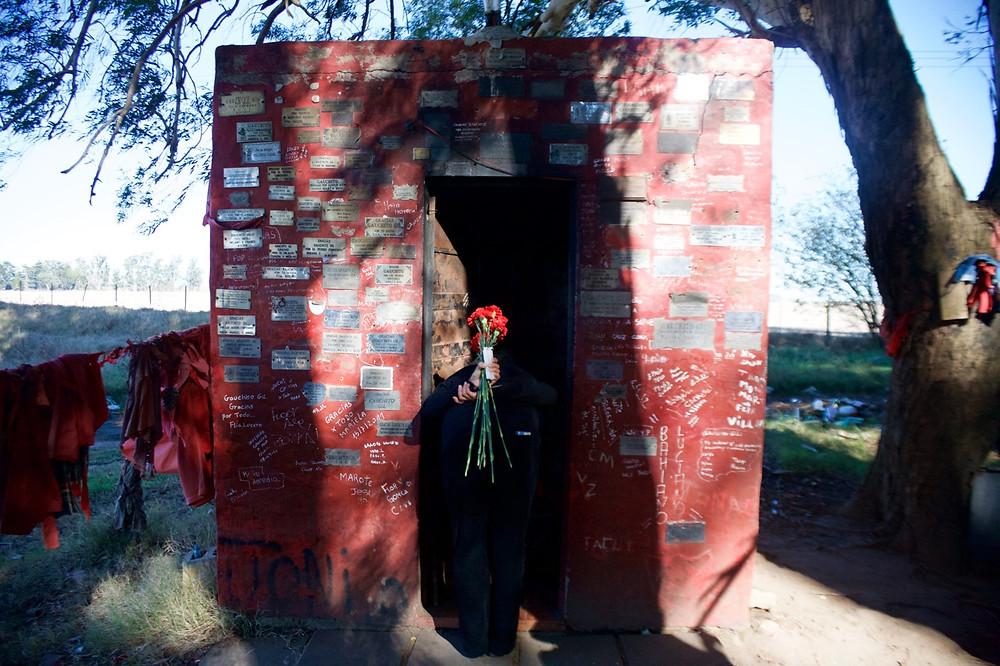 Parábola IX -II: Elvira Santamaría. Santuario del Gauchito Gil. Ruta Provincial 65, Junín, Argentina. 11-junio- 2016