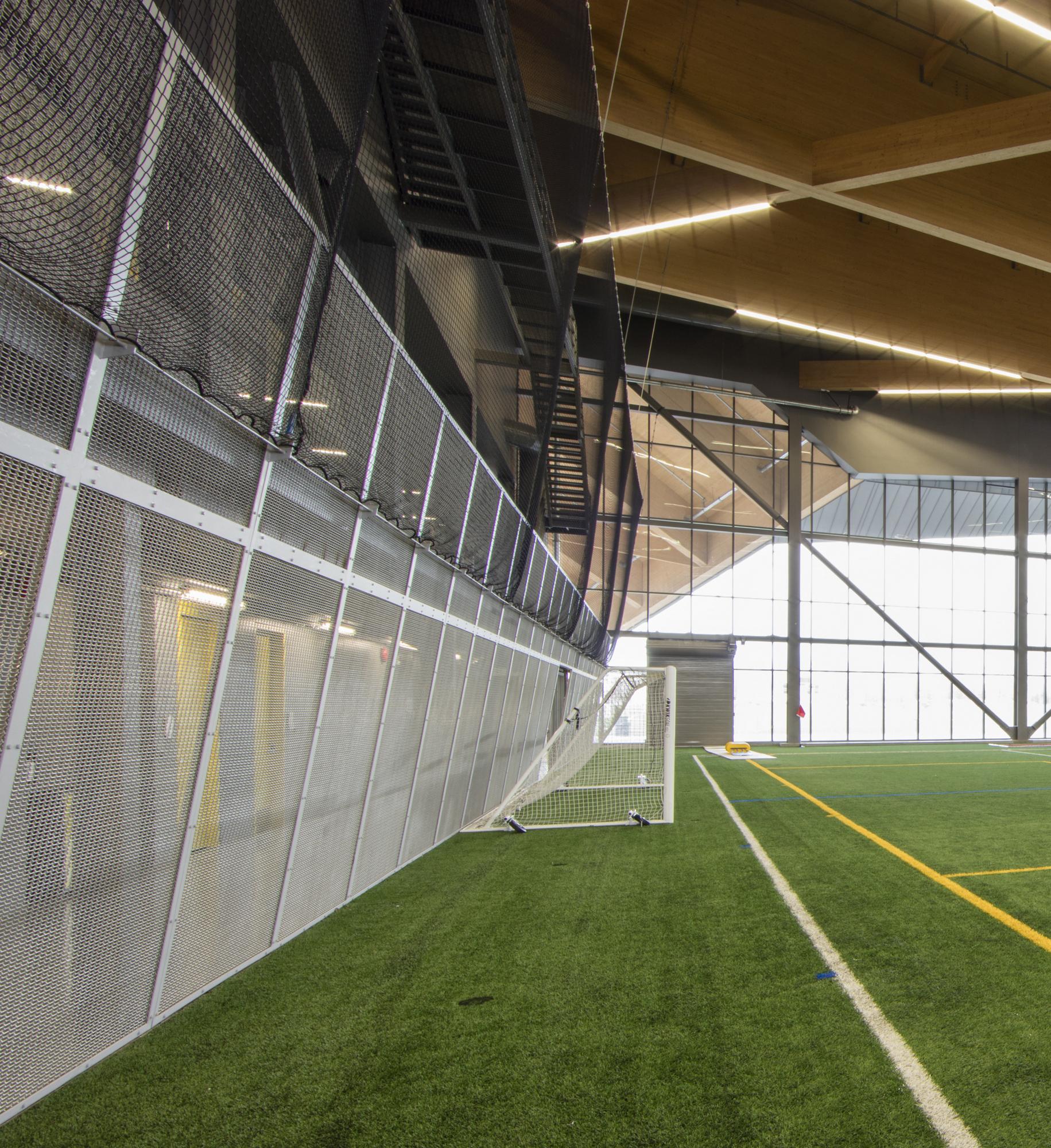 Banker Wire | Stade de Soccer