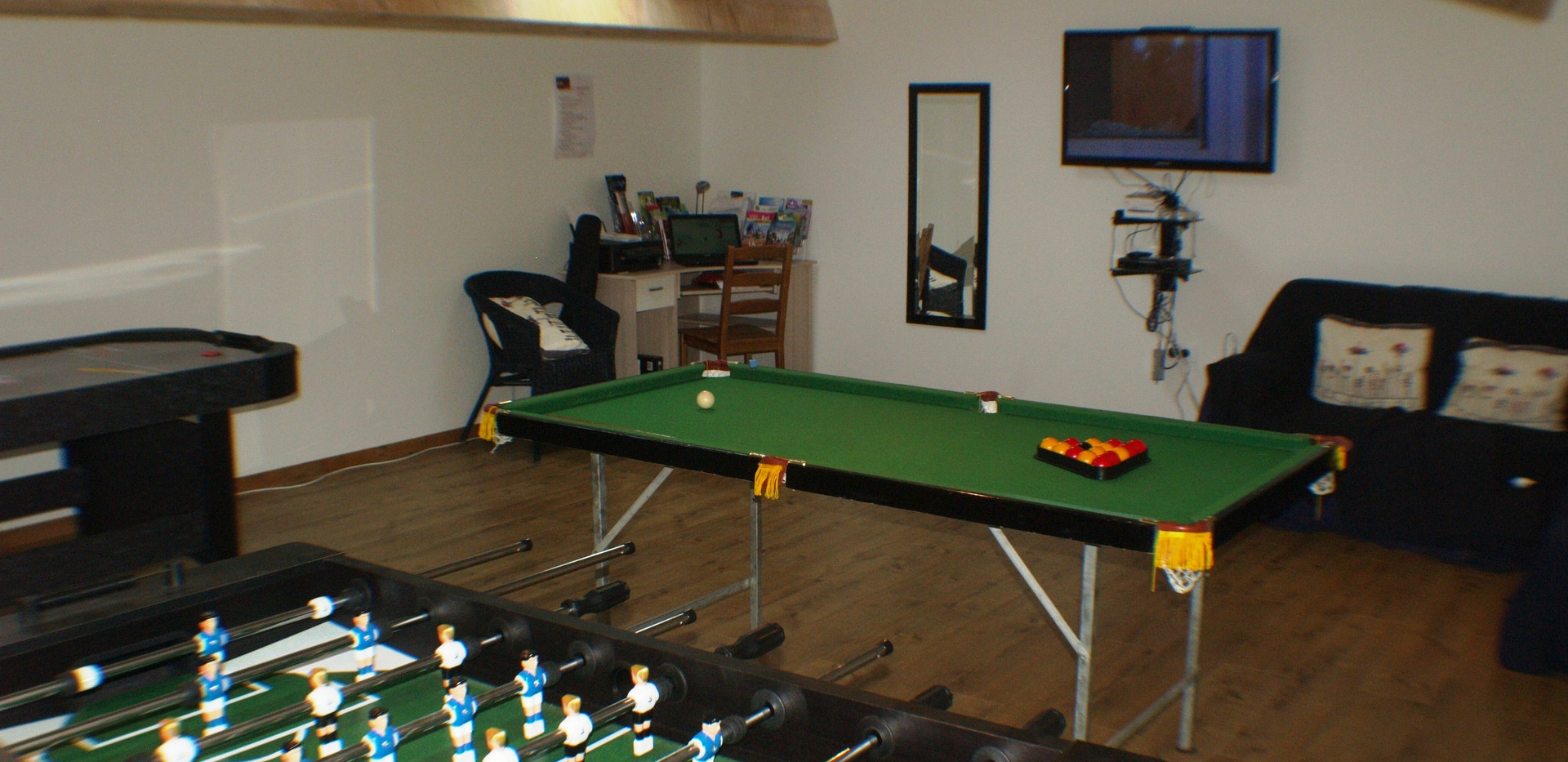 lake_cottages_games_room (1).jpg