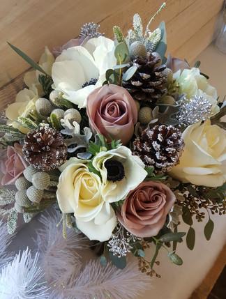 Vintage winter wedding bouquet.jpg
